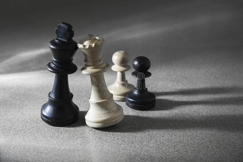 Blandäktenskap för schackstycken royaltyfri fotografi