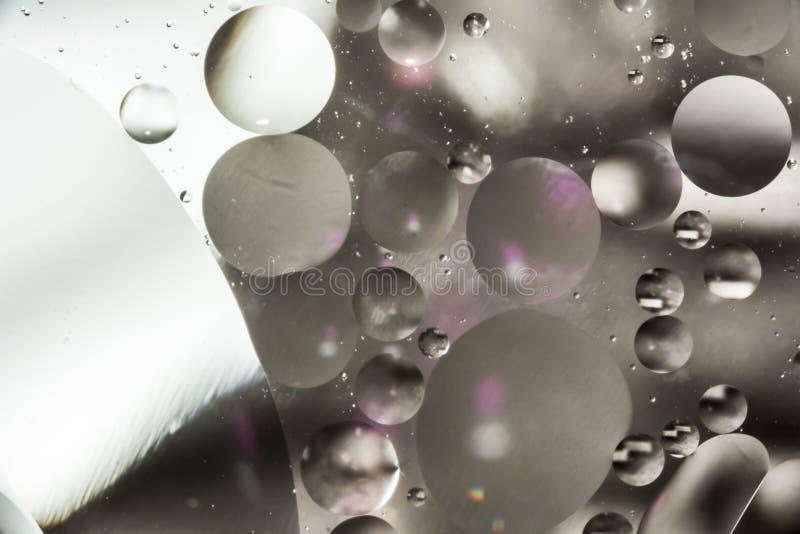 Blanda vatten och olja, färgbakgrund med mjuk defocusing, makroabstrakt begrepp royaltyfria foton
