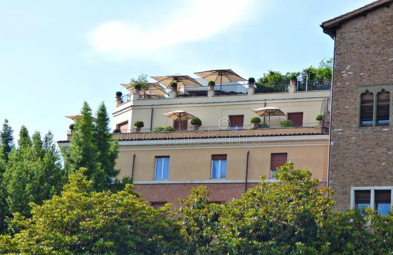 Blandad arkitektur i Rome Italien arkivfoton