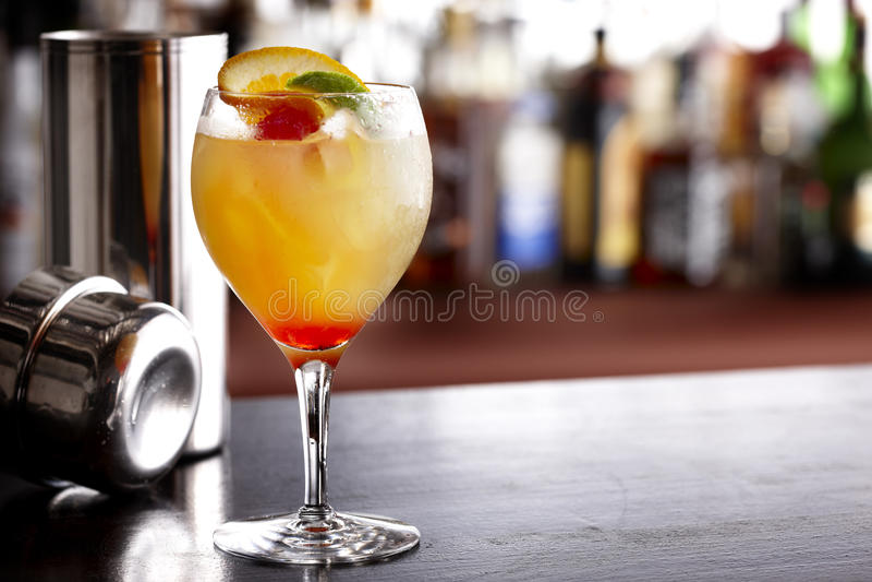 blandad färgrik drink royaltyfri fotografi