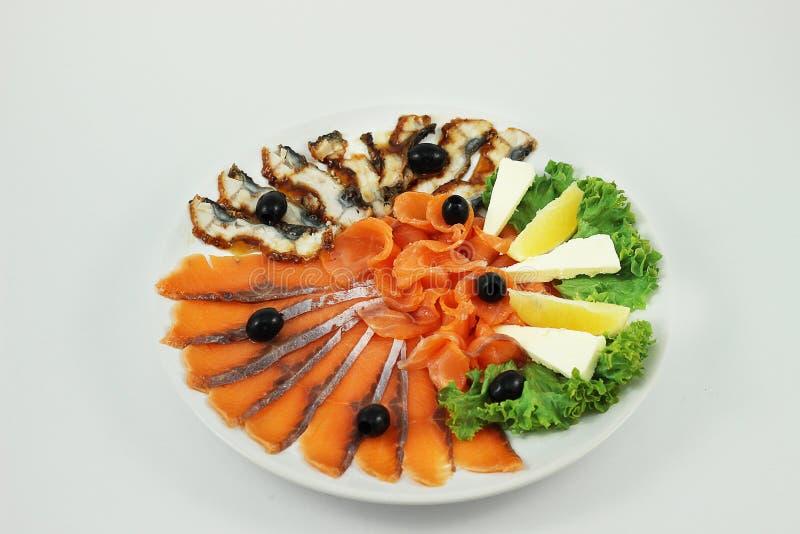 Blandad fisk på en platta royaltyfri bild