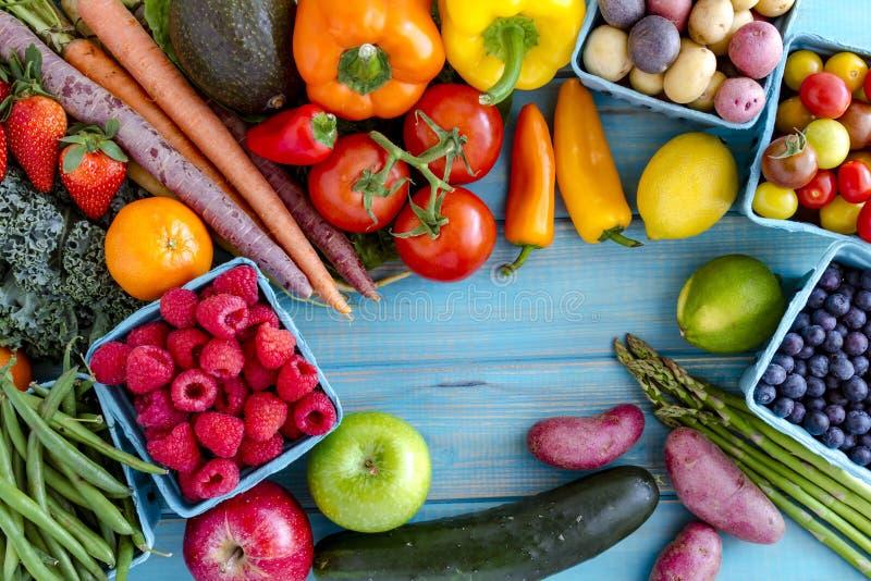 Blandad frukt- och grönsakbakgrund arkivbilder