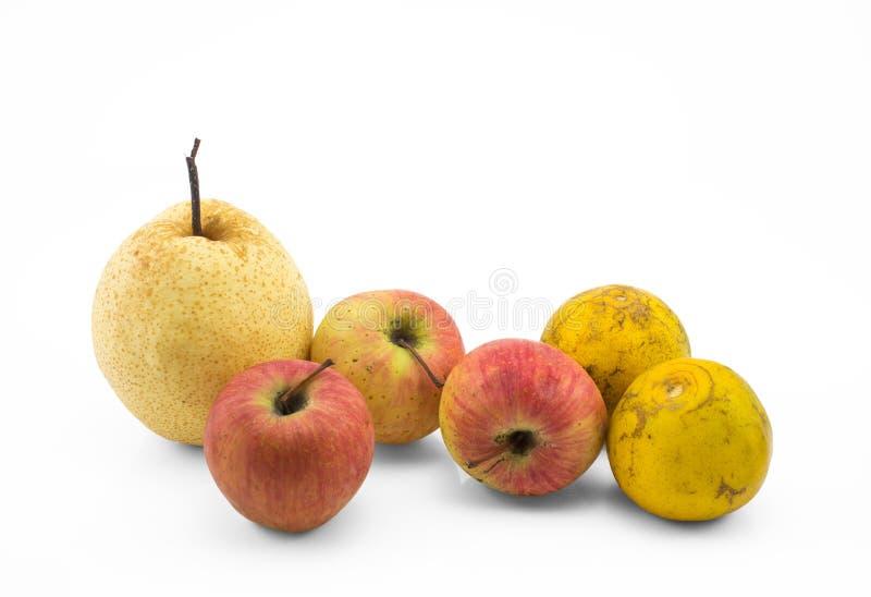 Blandad fruktstilleben på vit bakgrund arkivbilder