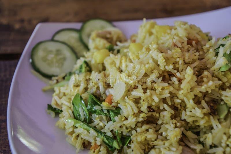 Blandad grönsak Fried Rice - thailändsk mat royaltyfria foton