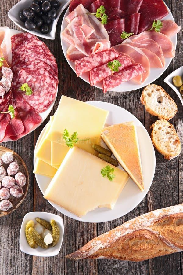 Blandad salami och ost royaltyfri fotografi