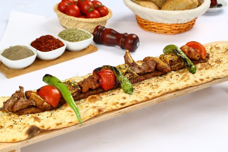 Blandad turkisk kebab royaltyfri foto