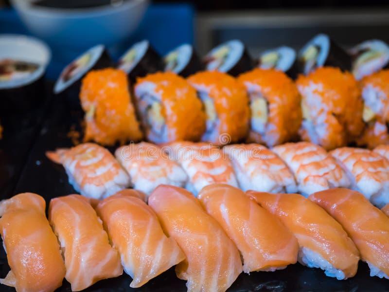 Blandad uppsättning för sushistång royaltyfri bild