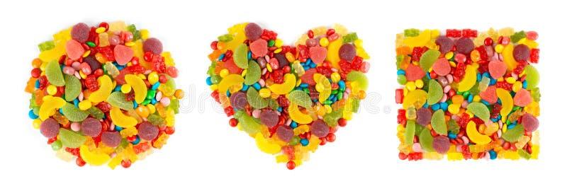 Blandade färgrika godisar Samling av hjärta, cirkeln och fyrkanten av färgsötsaker på vit royaltyfria foton