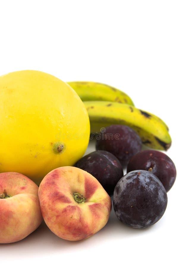 Blandade frukter med vit bakgrund royaltyfria bilder
