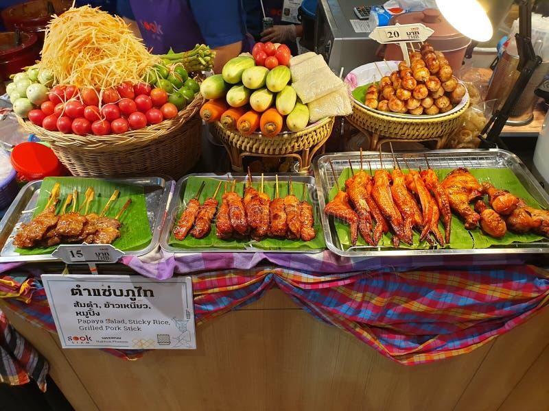 Blandade grönsaker och köttställning royaltyfria foton