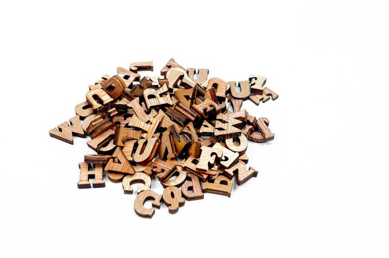 Blandade ihop bokstäver gjorde av träslut upp arkivbild