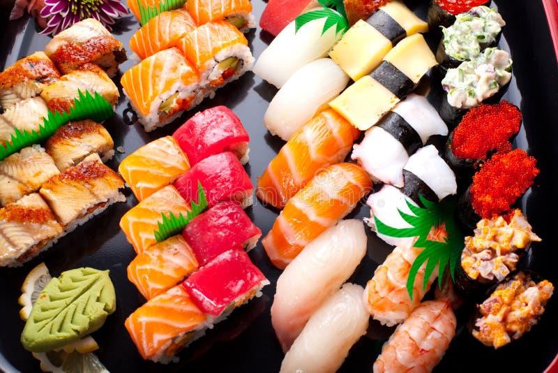 blandade japanska sushi royaltyfri bild