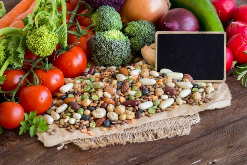 Blandade skidfrukter och grönsaker royaltyfri fotografi