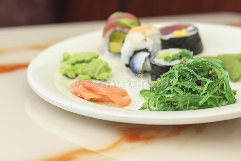 blandade sushi arkivbild