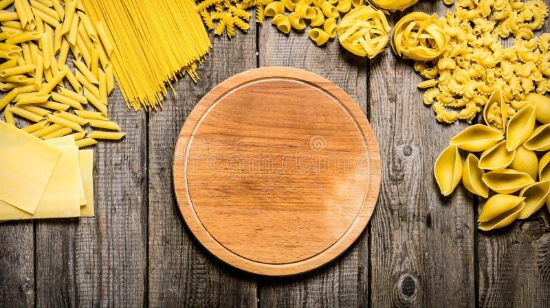 Blandade typer av pasta och spagetti arkivfoto