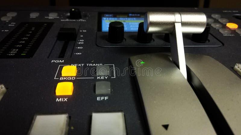 Blandande konsol för yrkesmässig video med handtaget royaltyfri foto