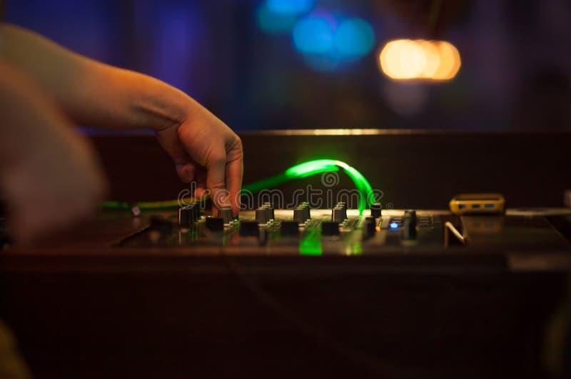 blandande musik för dj arkivbild