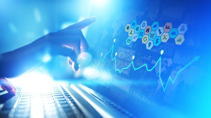 Blandat massmedia, analytics för affärsintelligens Symboler, grafer och diagram på den faktiska skärmen Investering- och handelbe arkivbild