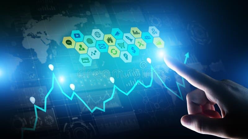 Blandat massmedia, analytics för affärsintelligens Symboler, grafer och diagram på den faktiska skärmen Investering- och handelbe royaltyfri fotografi