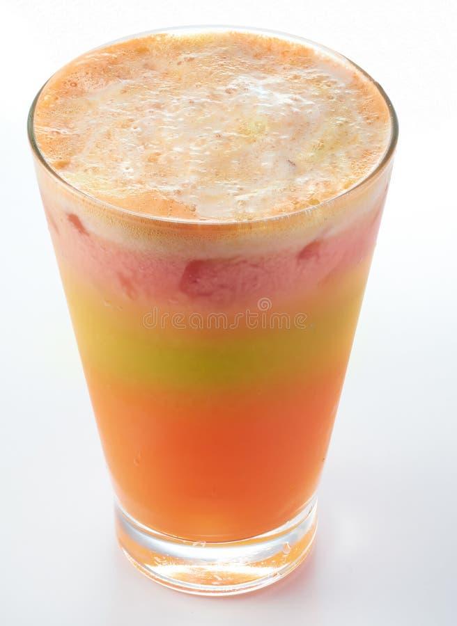 Blandningäpple Jordgubbe och orange fruktsaft royaltyfri bild