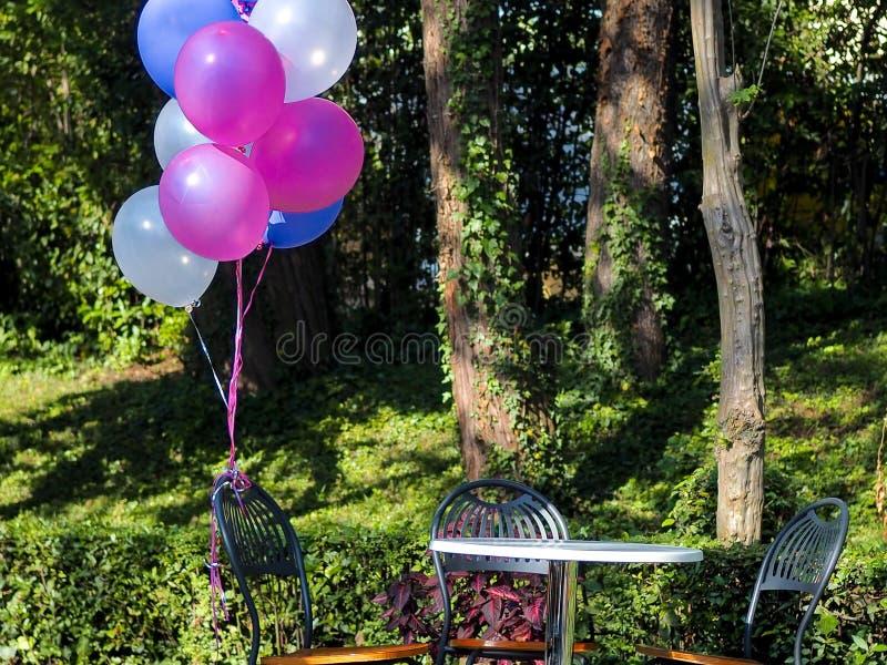 Blandning av färgrika ballonger royaltyfria foton