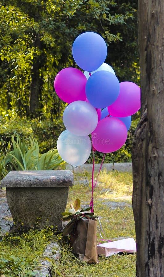 Blandning av färgrika ballonger arkivfoton