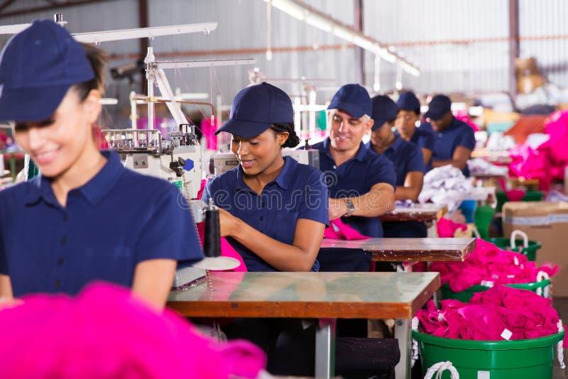 Blandras- fabriksarbetare arkivbild