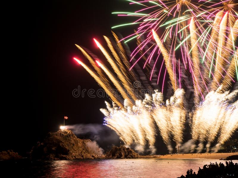 Blanes Catalonia, Spanien - Juli 26th 2019 - Blanes fyrverkerifestival arkivbild