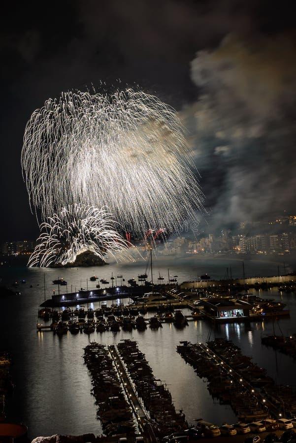 BLANES-FEUERWERKS-FESTIVAL, SPANIEN der international - anerkannte Feuerwerkswettbewerb lizenzfreie stockfotografie
