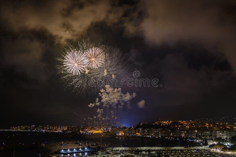 BLANES-FEUERWERKS-FESTIVAL, SPANIEN der international - anerkannte Feuerwerkswettbewerb stockbilder