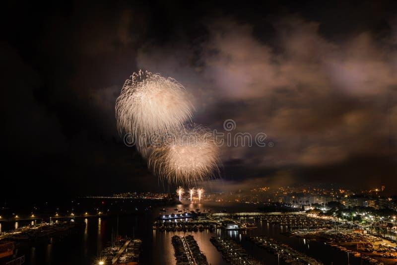 BLANES-FEUERWERKS-FESTIVAL, SPANIEN der international - anerkannte Feuerwerkswettbewerb lizenzfreie stockbilder