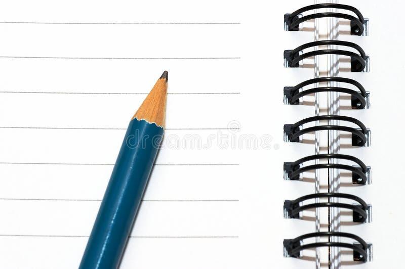 blank blå tom spiral för anteckningsbokblyertspennacirkel arkivbild