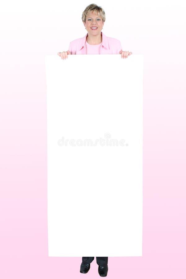 blank fortext held over pink sign smiling woman στοκ φωτογραφίες με δικαίωμα ελεύθερης χρήσης