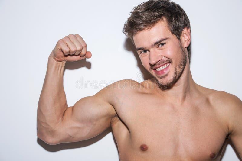Blanke männliche Karosserie der Schulter und des Armes stockfotografie