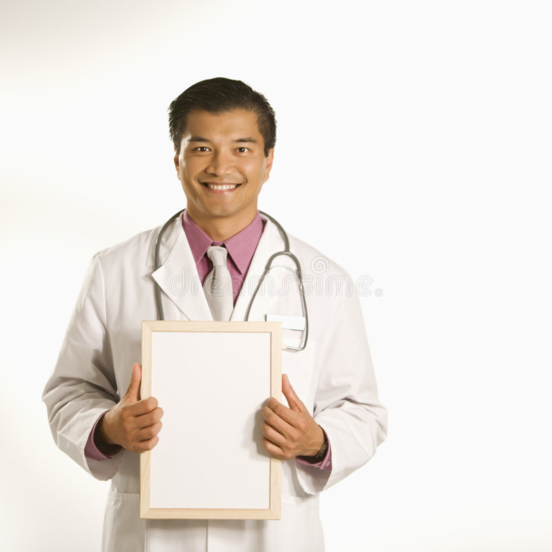blankt doktorsholdingtecken royaltyfria bilder