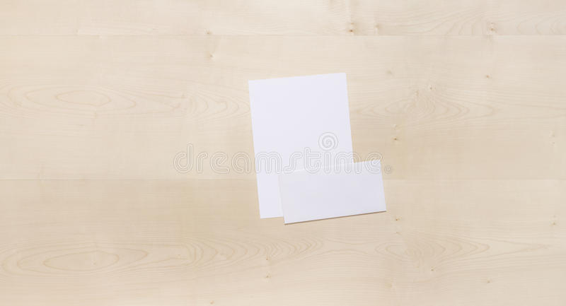 blankt kuvertträ royaltyfri foto