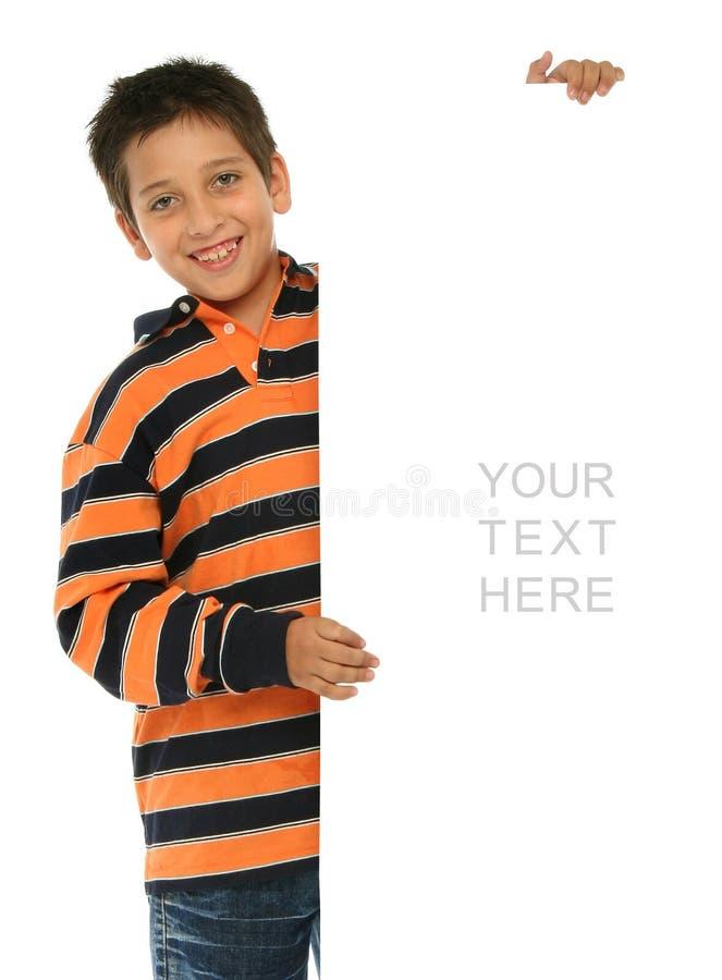blankt pojkeholdingtecken arkivfoton
