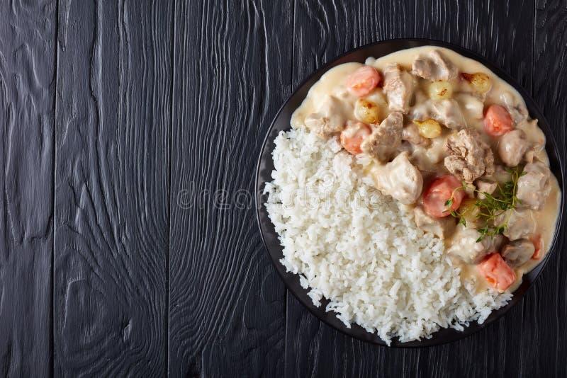 Blanquette de Veau mit weißem Reis stockfotografie