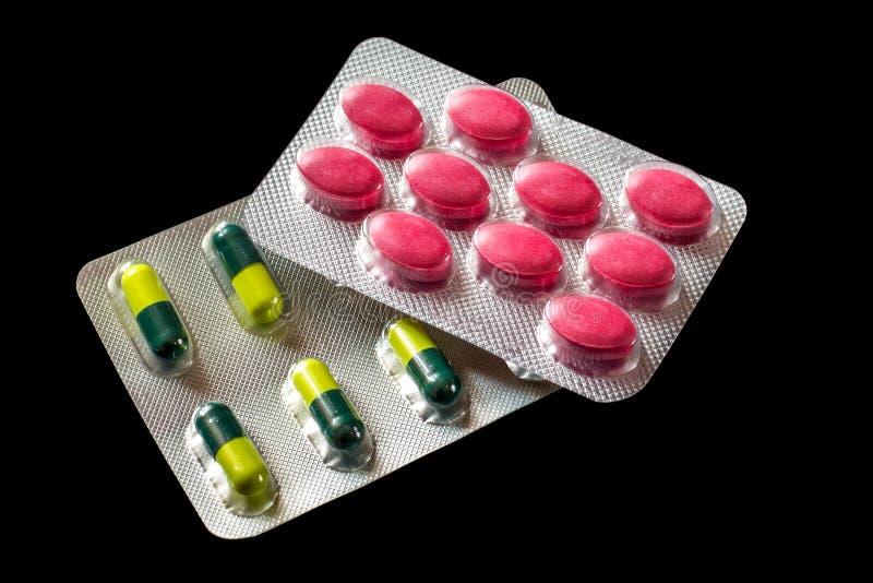 Blasen mit mehrfarbigen Tabletten, Produktion und Verkauf von medi stockbild