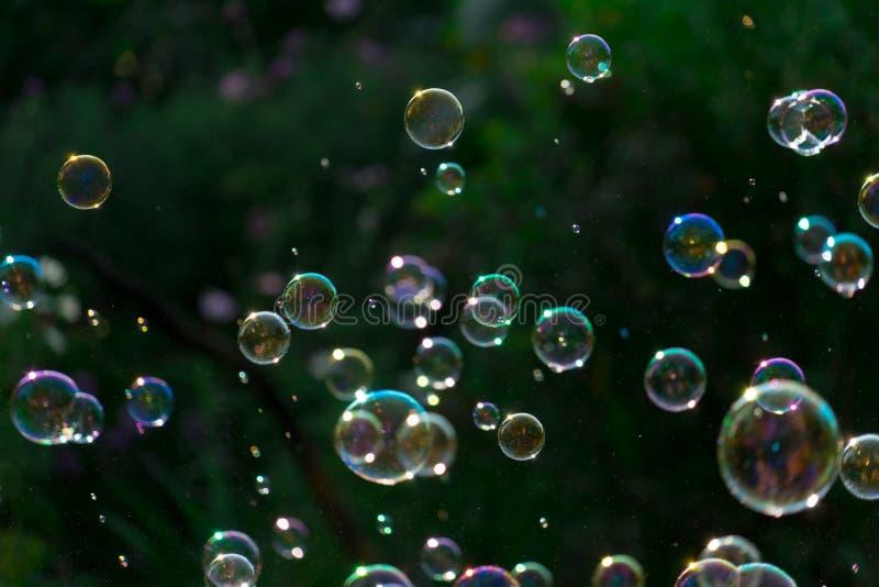 Blasen schwimmen in die Luft Platz für Ihren Text lizenzfreie stockfotos