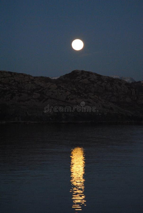 Blask księżyca na Espevær wyspie obrazy royalty free
