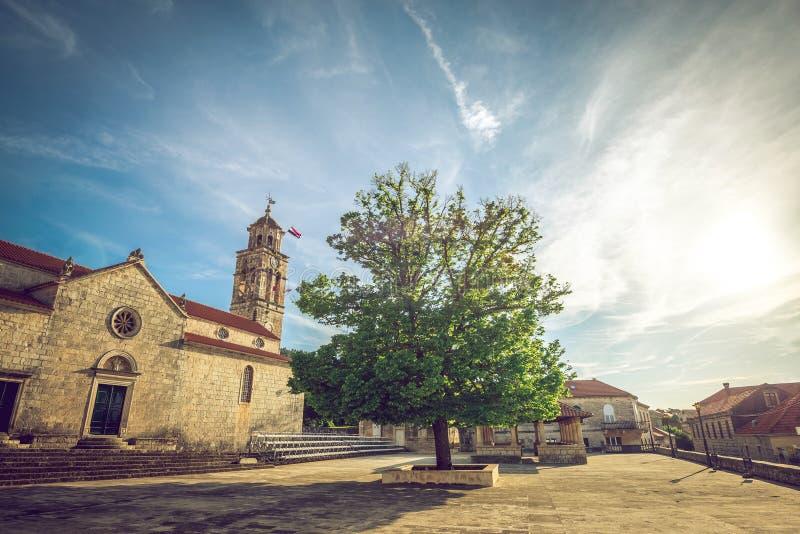 Blato村庄主要教会正方形在克罗地亚 库存照片