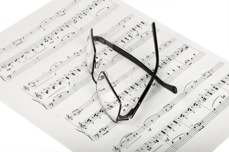 Blatt-Musik und Gläser stockbilder