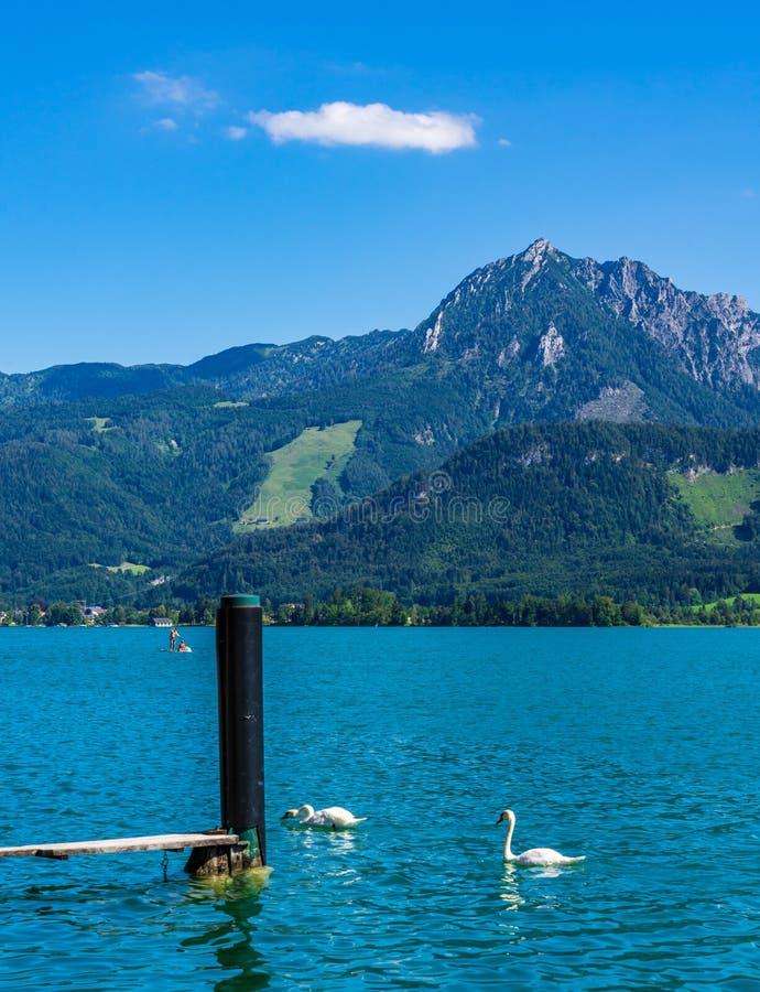 Blau überall in den österreichischen Alpen lizenzfreies stockbild