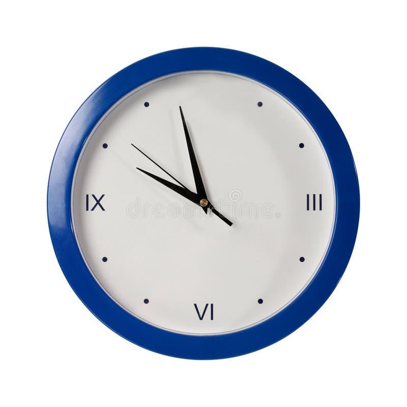 Blau rund um die Uhr auf einem weißen Hintergrund lizenzfreie stockfotografie