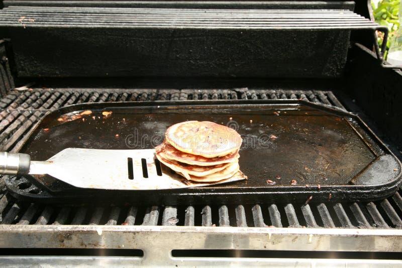 Blaubeerepfannkuchen zum Frühstück stockbilder