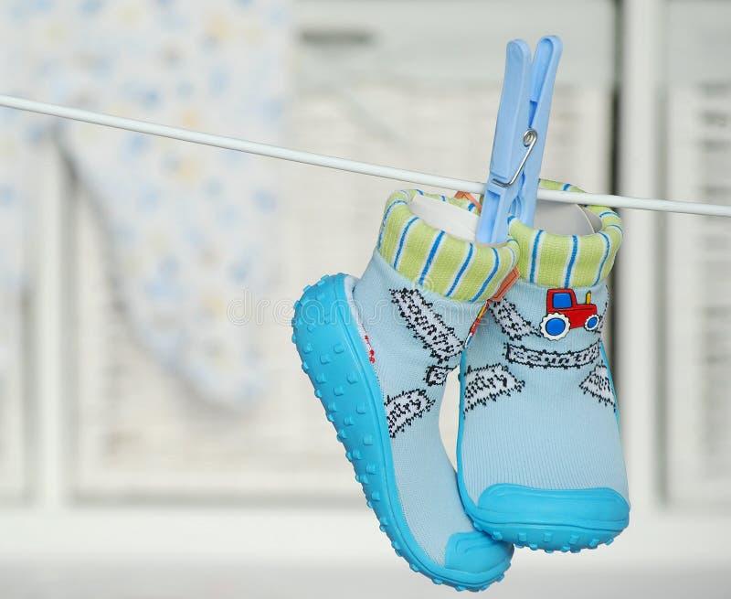 Blaue Babyschuhe lizenzfreies stockbild
