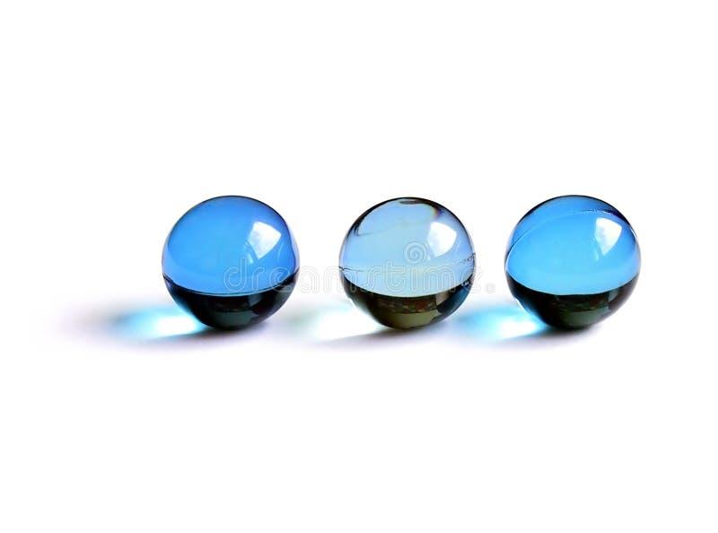 Blaue Badkugeln stockfotografie