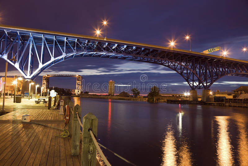 Blaue Brücke in Cleveland lizenzfreie stockfotos