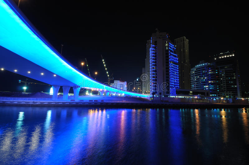 Blaue Brücke im Dubai-Jachthafen stockbilder